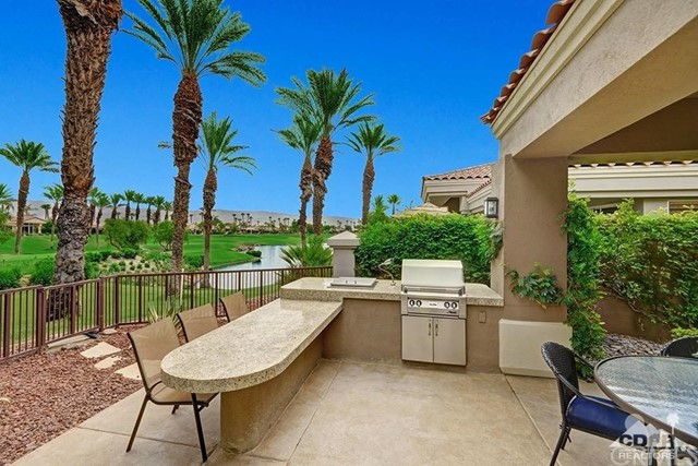 477 White Horse, Palm Desert CA: http://media.crmls.org/medias/c8669f34-cff3-4b5a-b107-035b2989d2f0.jpg