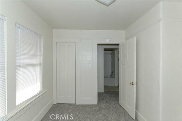 220 W 22nd Street, Merced CA: http://media.crmls.org/medias/c867f103-bfd6-4838-9139-0e64f521e362.jpg