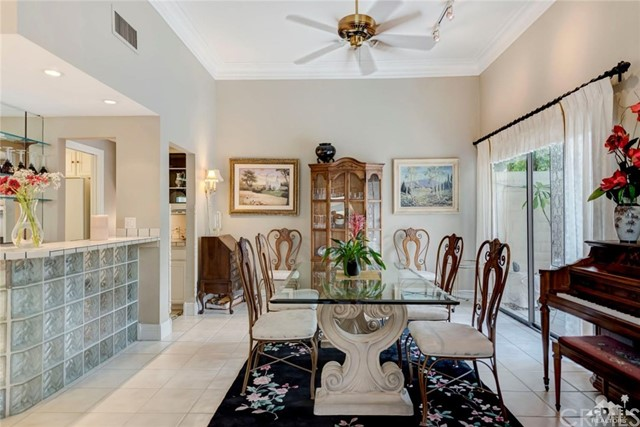 74921 Chateau Circle, Indian Wells CA: http://media.crmls.org/medias/c86aae35-e6dc-4f25-a18b-c86b16b5c9e5.jpg