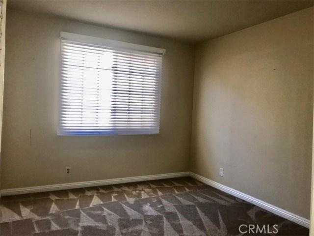 5609 La Paz Street, Long Beach CA: http://media.crmls.org/medias/c86e9624-af13-448d-9354-568cb1a6cb47.jpg