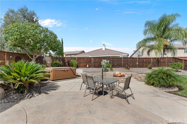 33571 Honeysuckle Lane, Murrieta CA: http://media.crmls.org/medias/c8753933-f7a3-4459-a47f-41e980b6ca53.jpg