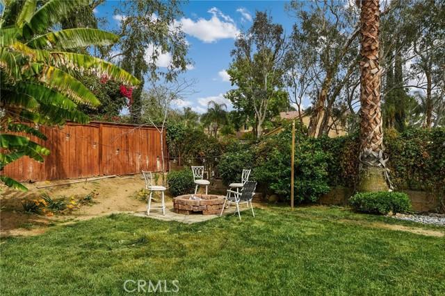 29145 Oak Creek Lane, Highland CA: http://media.crmls.org/medias/c87fd2e4-fed5-4767-b990-8aed0c3f516c.jpg