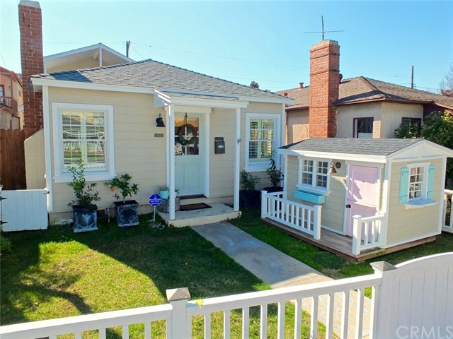 Single Family Home for Sale at 304 Central Avenue Seal Beach, California 90740 United States