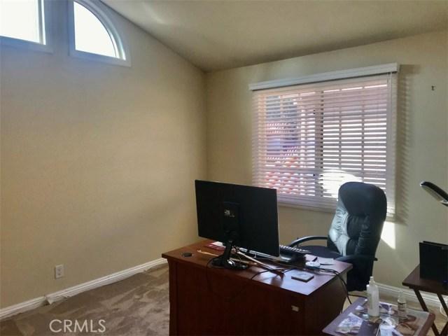 5609 La Paz Street, Long Beach CA: http://media.crmls.org/medias/c899f84f-8f22-4343-a98c-0af4fa5ed389.jpg