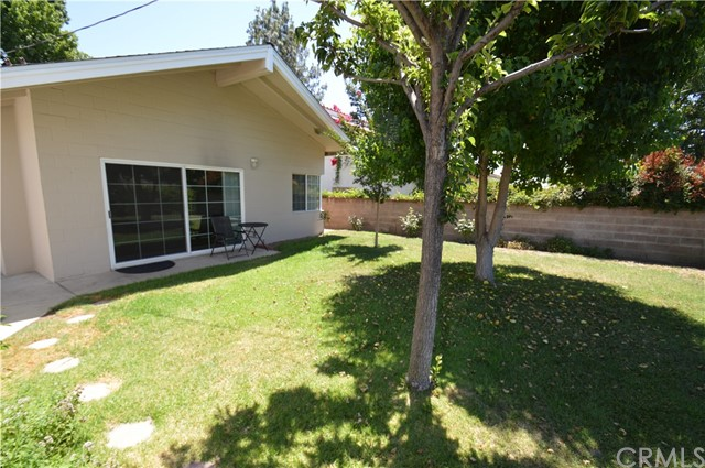 2719 Mansfield Drive, Burbank CA: http://media.crmls.org/medias/c89a3f08-cdcf-4b86-81ed-91978897643d.jpg