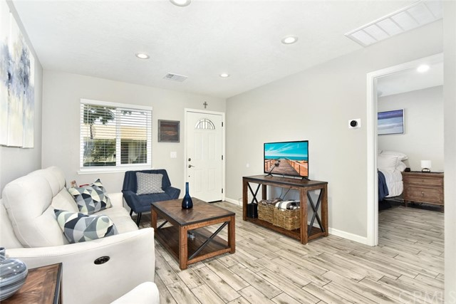 Detail Gallery Image 1 of 23 For 10238 Disney Cir, Huntington Beach, CA 92646 - 1 Beds | 1 Baths