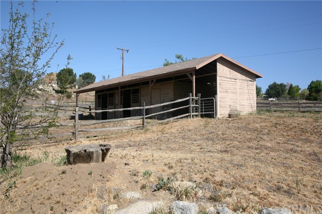40725 Brook Trails Way, Aguanga CA: http://media.crmls.org/medias/c8cd8c4c-9d36-46c9-ae97-ad04e2ce45af.jpg
