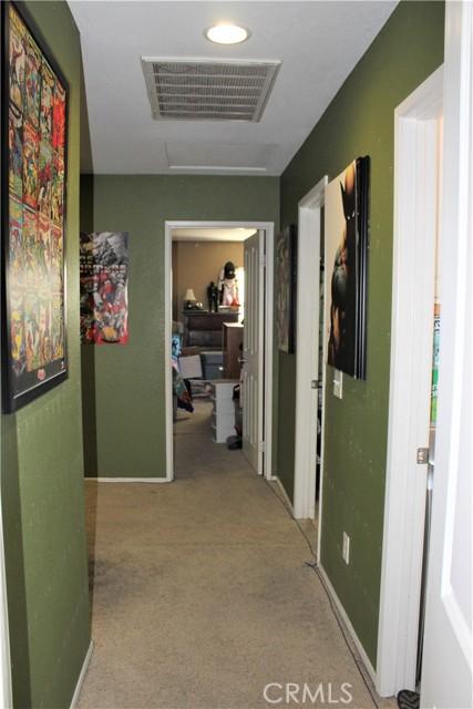 16045 White Mountain Place, Victorville CA: http://media.crmls.org/medias/c8d74fd2-827d-4959-b155-116c8e00559d.jpg