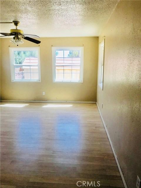 215 S Vernon S Avenue, San Jacinto CA: http://media.crmls.org/medias/c90d1e03-27cc-4601-b773-a2e010b5b156.jpg
