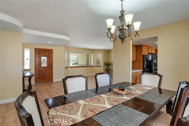 10832 Anaconda Avenue, Oak Hills CA: http://media.crmls.org/medias/c912be43-6762-4475-96a1-1cff06071762.jpg