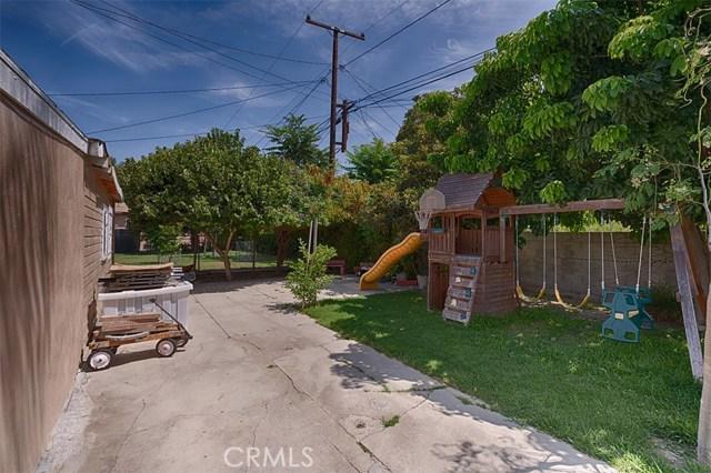 10236 San Gabriel Avenue, South Gate CA: http://media.crmls.org/medias/c92d4b37-fe3d-4ab9-9035-2ad9a00b8022.jpg