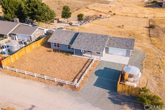 8310 Plane View Place, Paso Robles CA: http://media.crmls.org/medias/c935be44-05fc-468d-819a-23520381a3aa.jpg