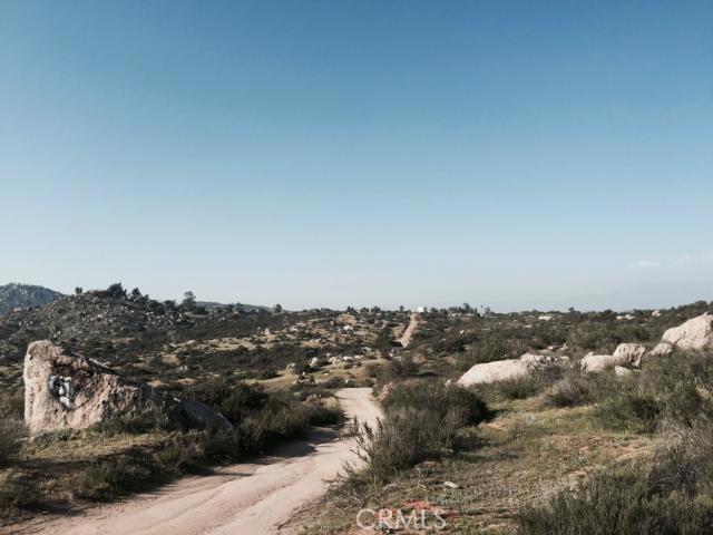 39 Minton Road, Homeland CA: http://media.crmls.org/medias/c947532c-0808-496c-99f3-c2fbdcdd92eb.jpg