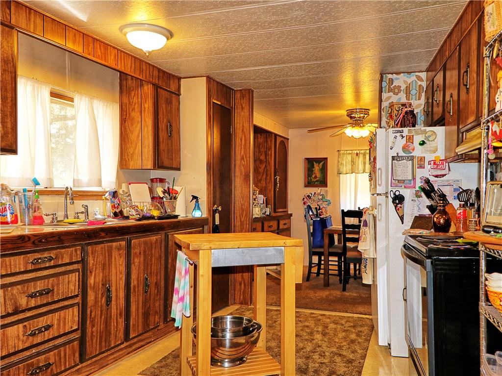 6331 Oak Avenue, Clearlake CA: http://media.crmls.org/medias/c9556cdc-e73a-43ed-a662-5b2b0e5d63ce.jpg