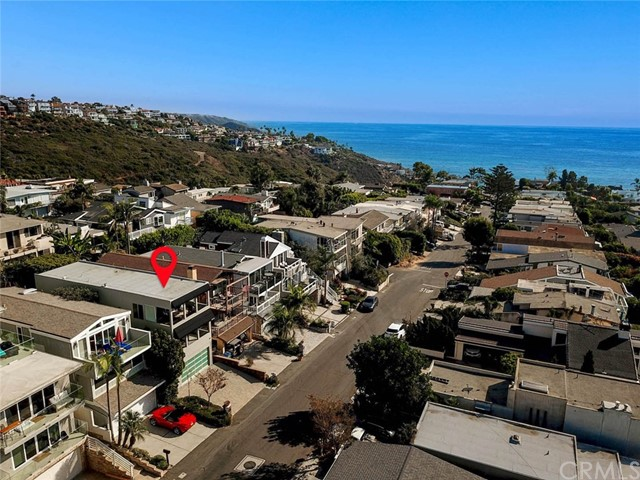 1040 La Mirada Street, Laguna Beach CA: http://media.crmls.org/medias/c9583032-c1ae-466f-9544-e81b74d783e7.jpg