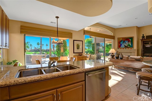49170 Rancho Pointe, La Quinta CA: http://media.crmls.org/medias/c95b7cf2-4fef-45fd-b6ff-af0afc178abe.jpg