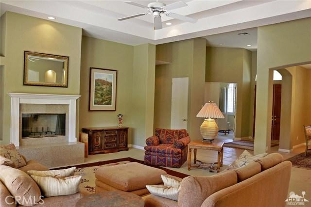 5 Varsity Circle, Rancho Mirage CA: http://media.crmls.org/medias/c97d8701-4e5d-4195-9ef1-650cf59586d6.jpg