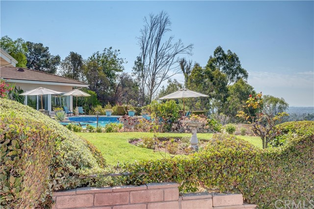 1440 Vista Del Valle Way, La Habra Heights CA: http://media.crmls.org/medias/c9814de2-fa00-4304-9209-c1607234bed8.jpg