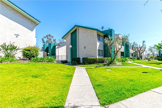 15301 Santa Gertrudes Avenue, La Mirada CA: http://media.crmls.org/medias/c9829d23-cb87-4562-9406-16c204d6f872.jpg