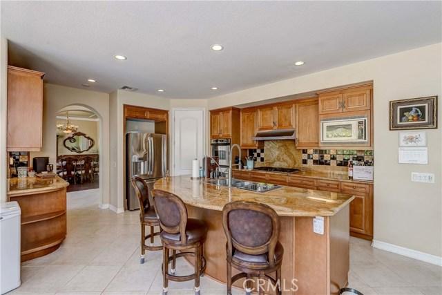 685 Noble Rd., Simi Valley CA: http://media.crmls.org/medias/c992a1cc-12f9-4de1-adb7-76f7742ba17c.jpg