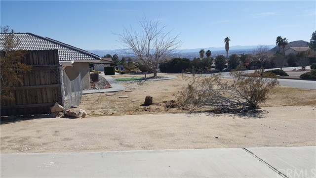 16341 Tude Road, Apple Valley CA: http://media.crmls.org/medias/c99a1891-fe23-4435-a7a9-ad61d7677510.jpg