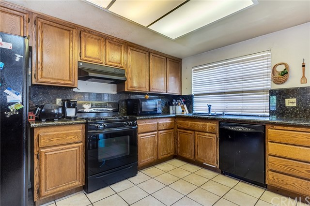 5952 Ashley Court, Chino CA: http://media.crmls.org/medias/c99c5f45-582c-4b21-8974-42d930ea51f2.jpg