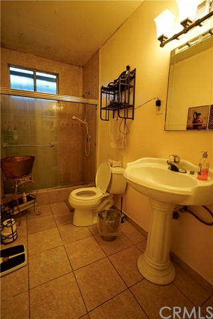 395 W Grand Avenue, Pomona CA: http://media.crmls.org/medias/c9aa6550-8de6-43d4-bd3d-4a30935a180e.jpg