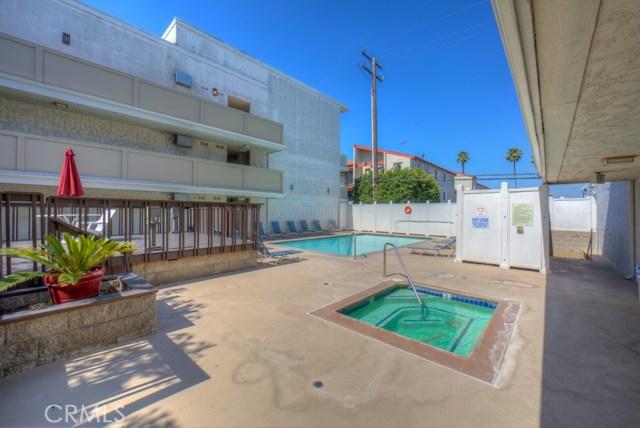 3565 Linden Avenue, Long Beach CA: http://media.crmls.org/medias/c9b47692-1764-416b-9c37-aa448902c8ae.jpg