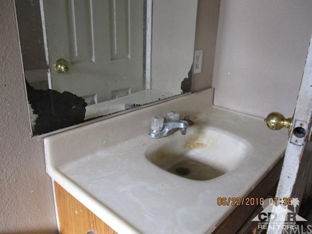 31846 Shelter Drive, Thousand Palms CA: http://media.crmls.org/medias/c9c1100b-8228-454d-9678-78ac9ac76580.jpg
