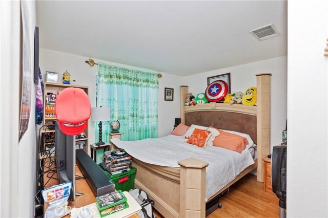 45002 Thalia Lane, Lake Elsinore CA: http://media.crmls.org/medias/c9c47b80-226a-4c07-b329-0ce83337f827.jpg