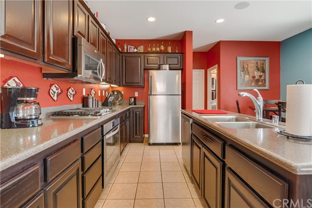 31991 Sugarbush Lane, Lake Elsinore CA: http://media.crmls.org/medias/c9df824c-681e-40e6-bdab-4a7ab43ed878.jpg