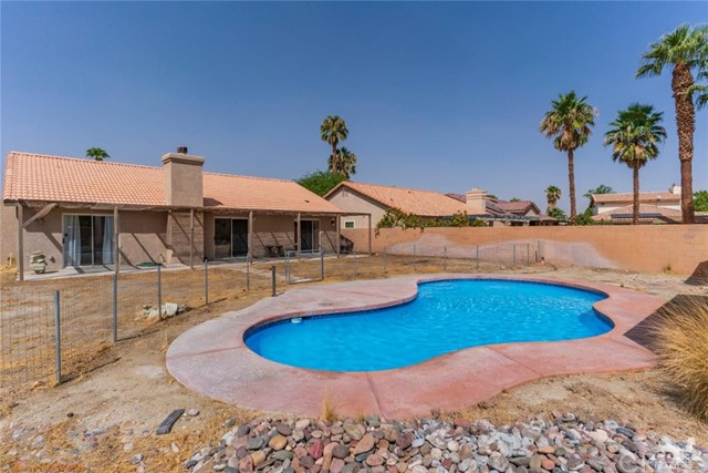 68426 Descanso Circle, Cathedral City CA: http://media.crmls.org/medias/c9e8b7ec-8a83-4e9b-ac2a-ea331539c9a5.jpg