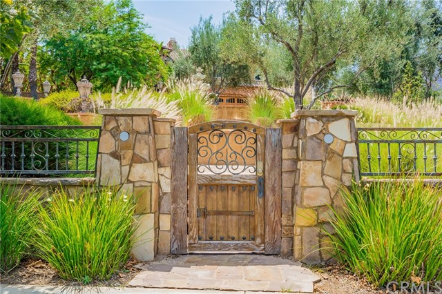 954 White Ranch Circle, Corona CA: http://media.crmls.org/medias/c9eccc74-c734-45f4-b9b0-c2dc142aa258.jpg