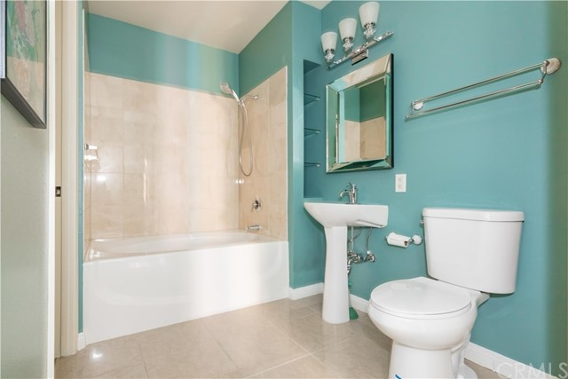 388 E Ocean Boulevard, Long Beach CA: http://media.crmls.org/medias/ca001ba7-7d43-4374-847b-f435d15da367.jpg