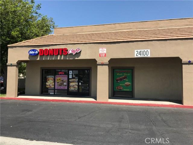 24100 Alessandra Boulevard, Moreno Valley CA: http://media.crmls.org/medias/ca14663b-408b-4035-9185-90a71a529bf0.jpg