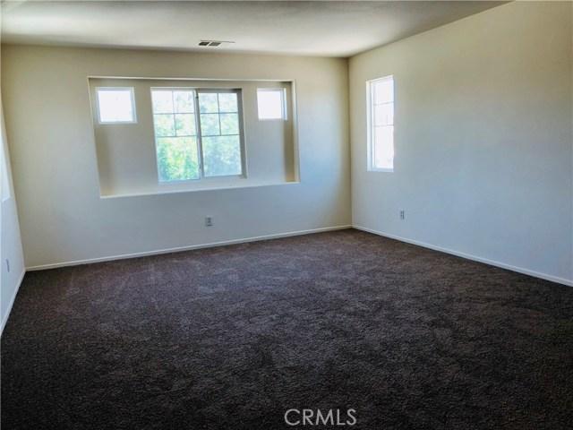 12315 Sycamore Street, Victorville CA: http://media.crmls.org/medias/ca15a310-fe47-4461-8690-79258a8d9c2e.jpg