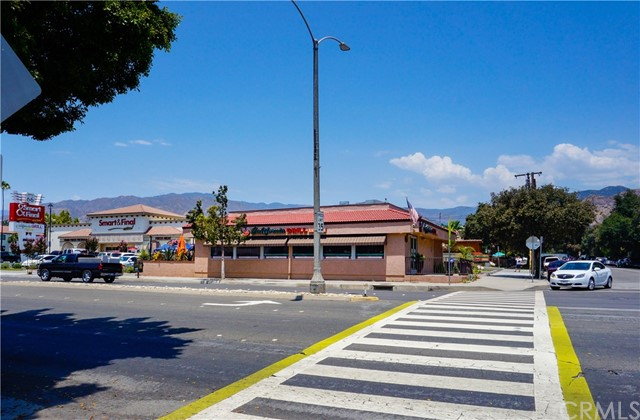 335 E Foothill Boulevard, Azusa CA: http://media.crmls.org/medias/ca3b76e2-006c-4d76-807d-414d92d2ace6.jpg