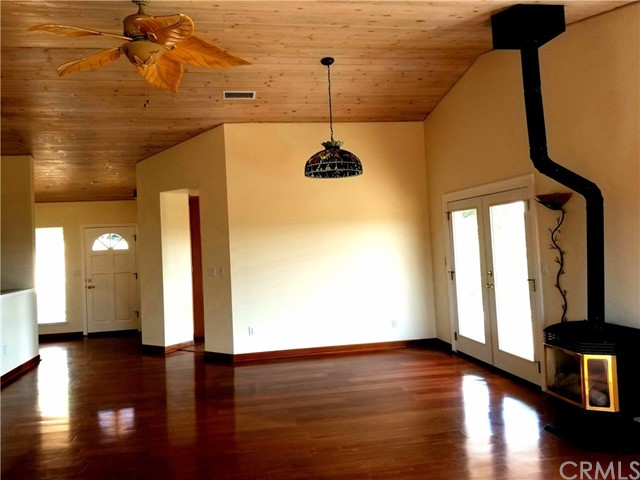 2000 Niderer Road, Paso Robles CA: http://media.crmls.org/medias/ca614b71-956e-4215-8424-e0ccb256d8ff.jpg