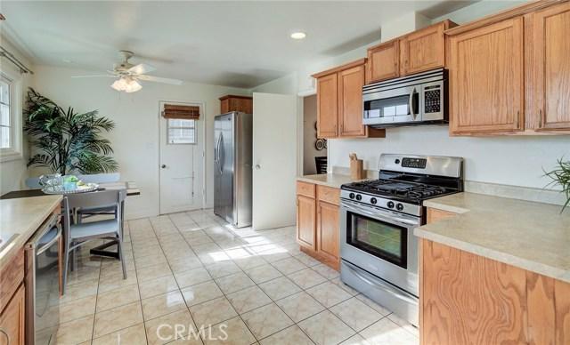 24115 Stanhurst Avenue, Lomita CA: http://media.crmls.org/medias/cac2d3d8-4377-436b-8949-d565a2174610.jpg