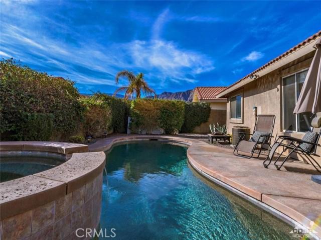 78225 Desert Fall Way, La Quinta CA: http://media.crmls.org/medias/cac78f23-e81e-415e-9d11-a285b80738a2.jpg