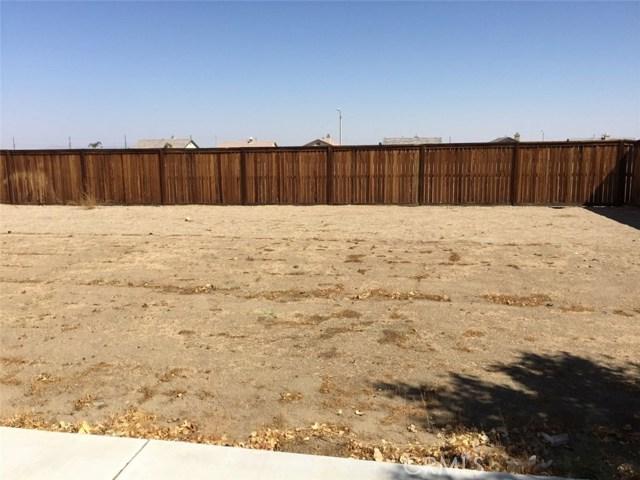 11818 Indian Hills Lane, Victorville CA: http://media.crmls.org/medias/caebe039-62ee-4c45-9739-4defc2f40156.jpg