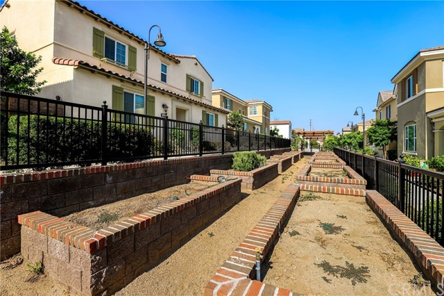 9363 Bistro Place, Rancho Cucamonga CA: http://media.crmls.org/medias/caef1b17-5aa5-4ba7-a4b3-bca0902ff2d4.jpg