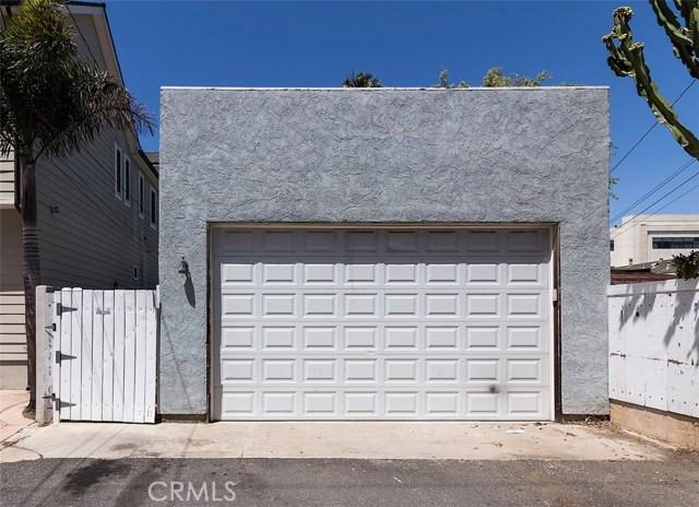 716 14th Street, Huntington Beach CA: http://media.crmls.org/medias/caf968bd-e82e-4a01-b0a1-588ffa37fa46.jpg