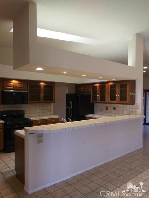 9351 Brookline Avenue, Desert Hot Springs CA: http://media.crmls.org/medias/cb259649-4a5a-4c33-b251-c1b01928e55f.jpg