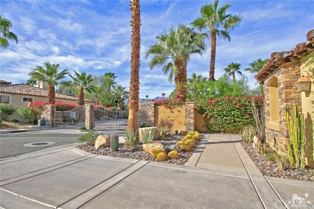 46180 Cypress Estates Court, Palm Desert CA: http://media.crmls.org/medias/cb28c21c-8538-4ecb-aa36-57e40cbff8d1.jpg