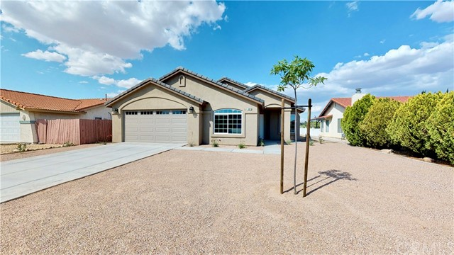 13901 Driftwood Drive, Victorville CA: http://media.crmls.org/medias/cb2c8d11-5d3e-4429-94e1-ac4e288ab5ac.jpg