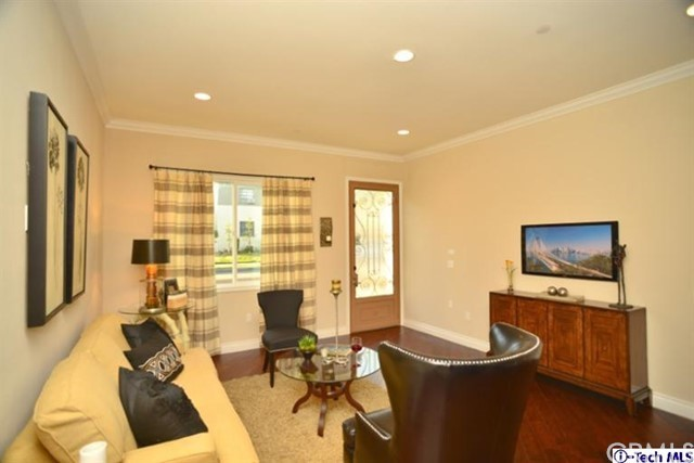 2301 Tulare Avenue, Burbank, CA 91504