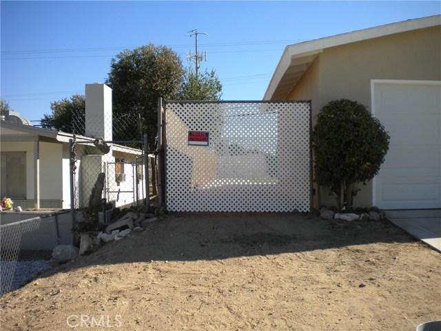 16321 Yucca Avenue, Victorville CA: http://media.crmls.org/medias/cb3e6b14-5b6f-4625-84f0-775f6c2e9a56.jpg