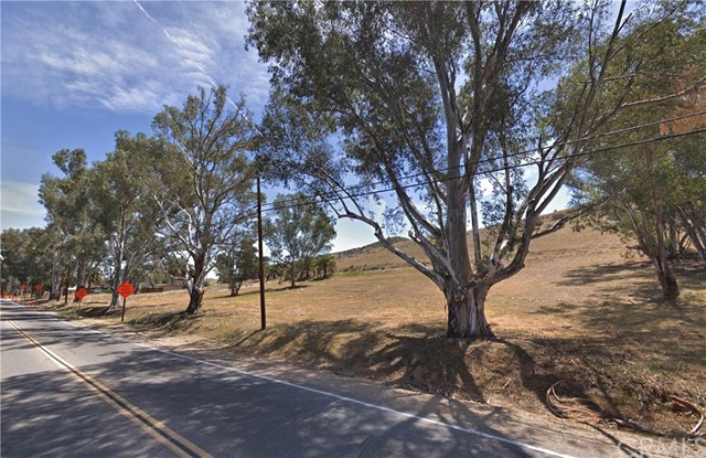 239 Riverside Drive, Lake Elsinore CA: http://media.crmls.org/medias/cb509a4f-2940-4492-9b78-b18a12633a69.jpg