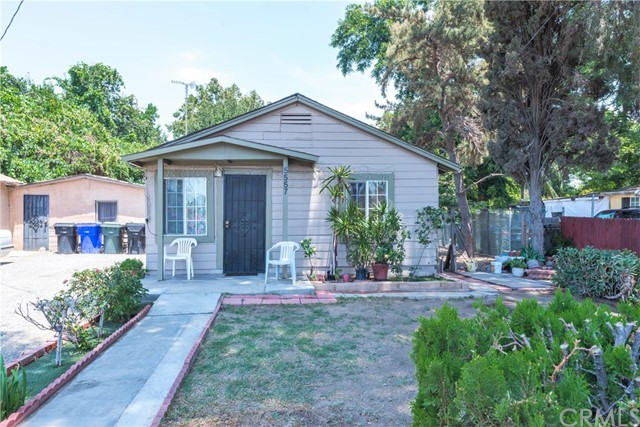 5565 34th Street, Riverside CA: http://media.crmls.org/medias/cb70a02f-ff01-4c95-b0c3-3f7e5fab09ac.jpg